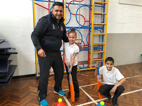 Cricketer Johnny Younis pays a visit to High Hazels Academy